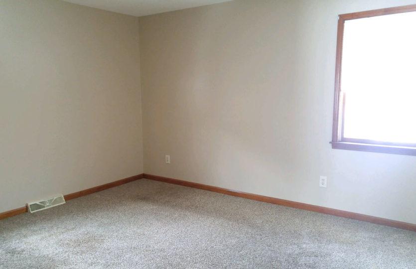 1549 Lemoyne Ave - Living Room